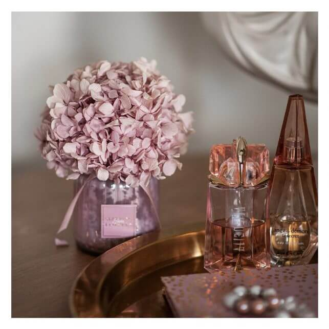 15 Thoughtful Housewarming Gift Ideas preserved bouquet