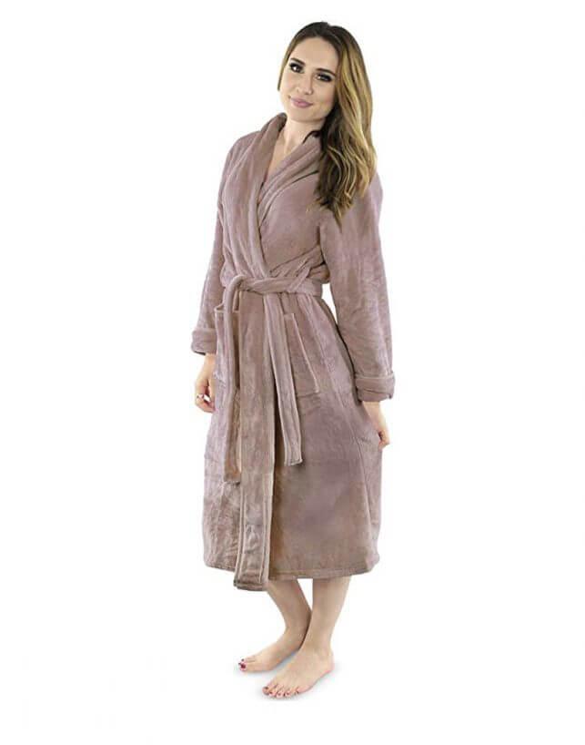 15 Thoughtful Housewarming Gift Ideas super-comfortable robe